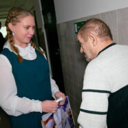 Учащиеся Арзамасской православной гимназии поздравили с Введением пожилых людей, проживающих в Доме-интернате