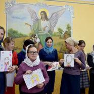 День матери отметили в воскресной школе Владимирского храма