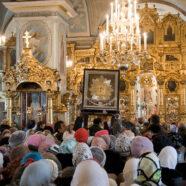 Арзамасцы торжественно проводили икону Божией Матери «Избавительница от бед»