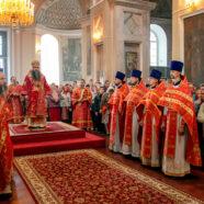 В престольный праздник митрополит Георгий возглавил Божественную литургию в арзамасском Воскресенском соборе