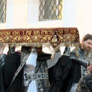 Утрени Великой Субботы с чином погребения Спасителя совершены в храмах Арзамаса