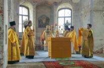 Митрополит Георгий совершил первую литургию в восстанавливающемся Спасо-Преображенском соборе Арзамаса
