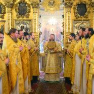 Митрополит Георгий совершил Божественную литургию в зимнем храме Воскресенского кафедрального собора