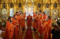 Митрополит Георгий совершил Пасхальную Божественную литургию в приходе Воскресенского кафедрального собора