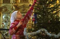 Дети из воскресной школы приняли участие в украшении храма к празднику Рождества Христова