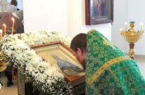 В Арзамасе торжественно встретили икону блаженной Пелагии Дивеевской с частицей ее  святых мощей