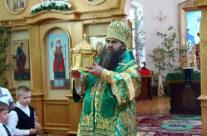 Митрополит Георгий совершил Божественную литургию в арзамасском храме в честь Святаго Духа